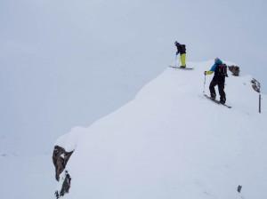 Když přišel mrak, vyběhli jsme na známý kopec s borovicema. Tam nebylo kde se ztrazit.