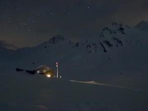 Večerní pohled na chalupu Maighels hutte. Foto: Vítek Ludvík
