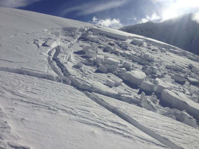 Bergun lavina: výška odtrhu 20 - 30cm