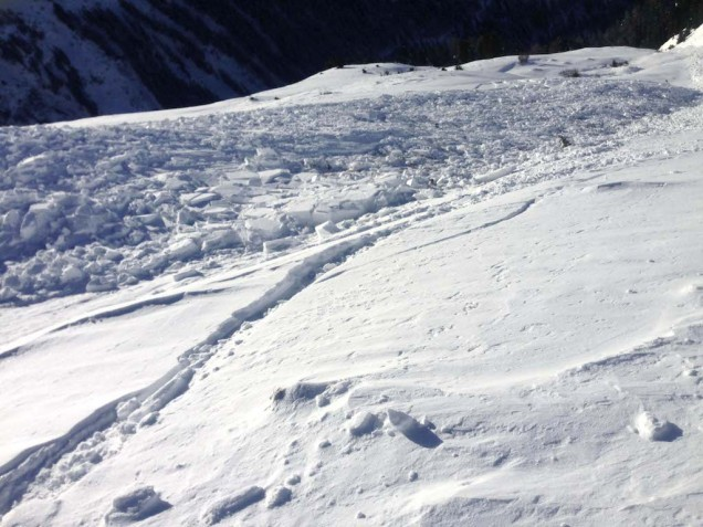 Bergun lavina: splaz dlouhý 80 - 100m